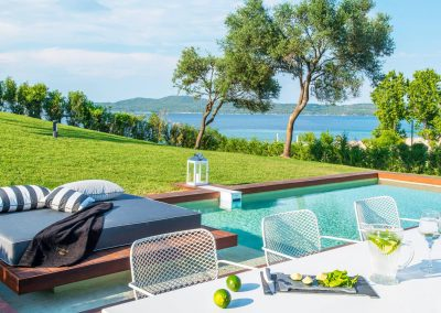 Episode 3 – Avaton Luxury Villas Resort – Relais & Châteaux – Spinach & Feta Cheese Pie, Greek Salad & Tzatziki